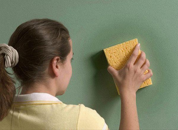 Уборка окрашенных поверхностей поможет снизить запах краски в комнате
