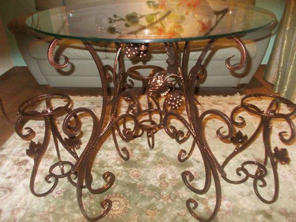 Молотковые эмали широко применяются для покраски кованых изделий и мебели