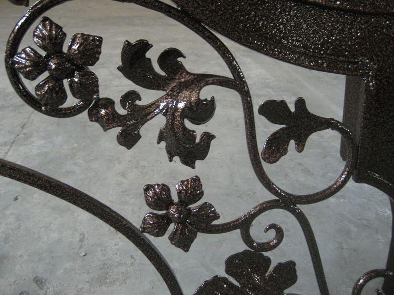 Молотковая эмаль пользуется высокой популярностью, благодаря своему необычному виду и множеству преимуществ