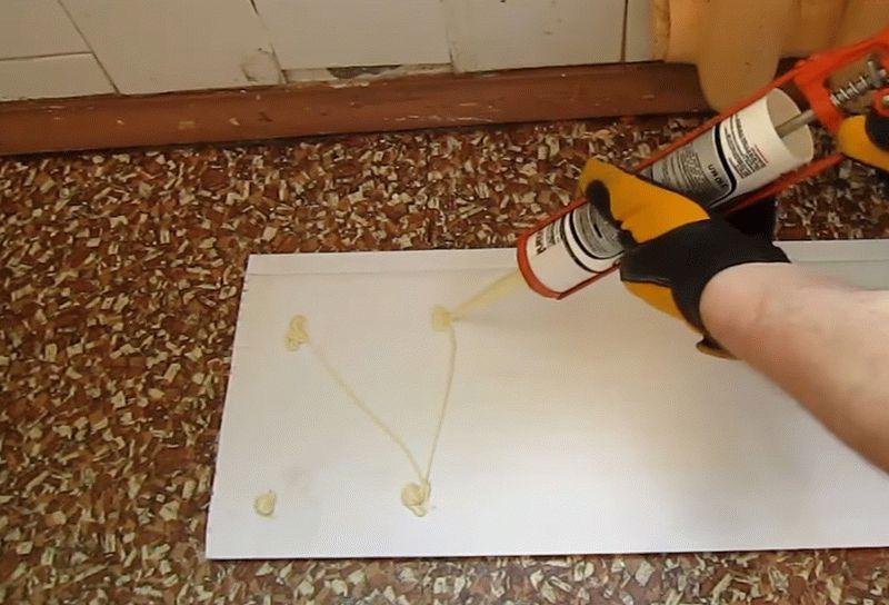 Крепление пластиковых панелей с помощью клея