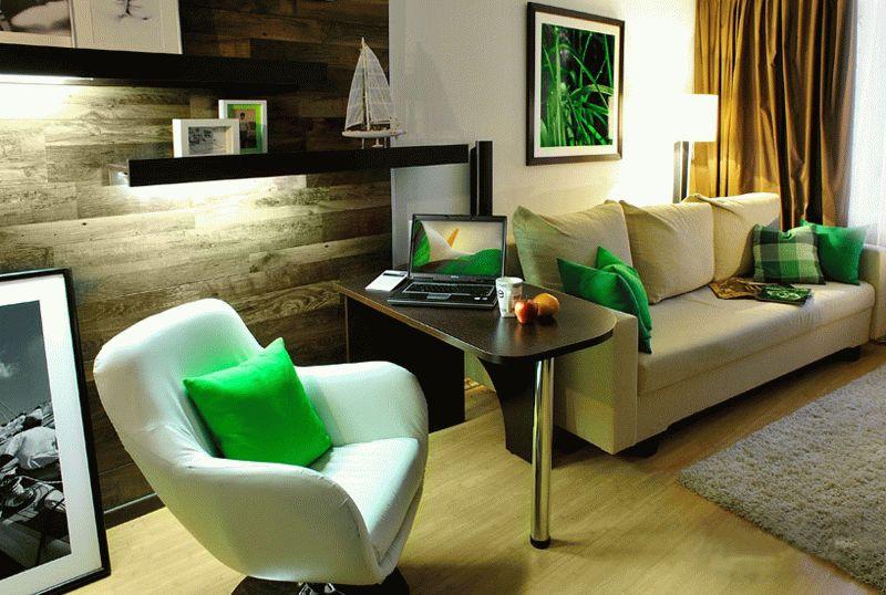Ламинированная доска на стене в гостиной