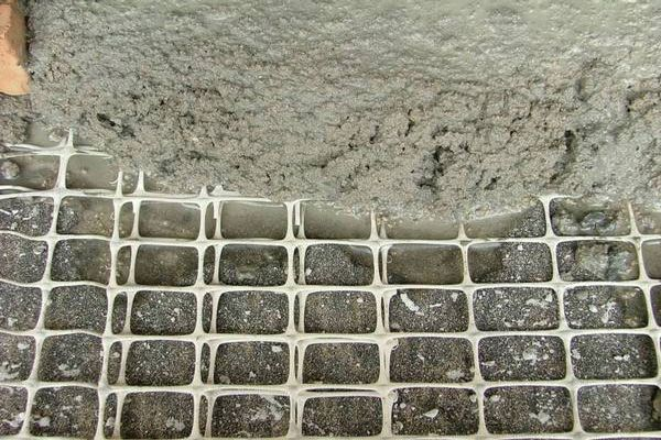 Армирующая сетка для штукатурки стен - какую использовать: металлическую или стекловолоконную