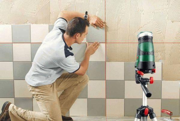 Проверка ровности кладки с помощью лазерного уровня