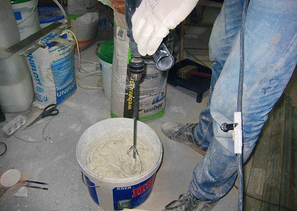 Самостоятельное приготовление декоративной смеси из гипсовой штукатурки, клея ПВА и воды