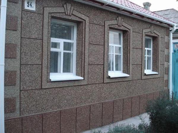 Фасад дома из мозаичной штукатурки