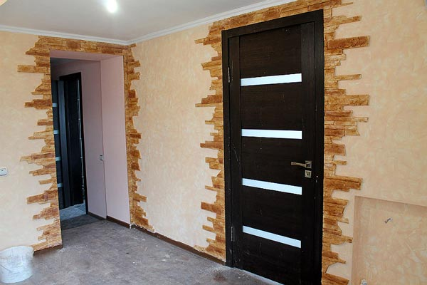 Дверной проем оформление камнем