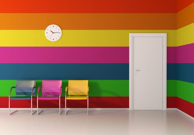 Широкие яркие полосы привнесут в интерьер красок и подымут настроение окружающим