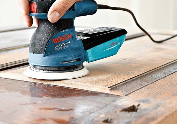 Старое покрытие необходимо полностью удалить, после чего сделать шлифовку поверхности
