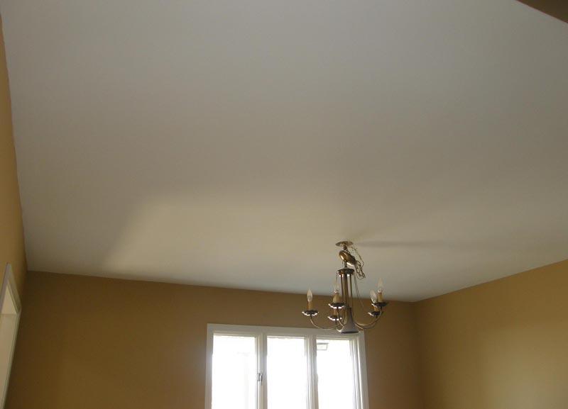 Побеленный потолок