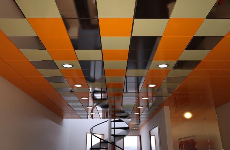 Кассетные плиты в качестве отделки потолка