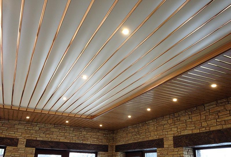 Потолок подшитый сайдингом