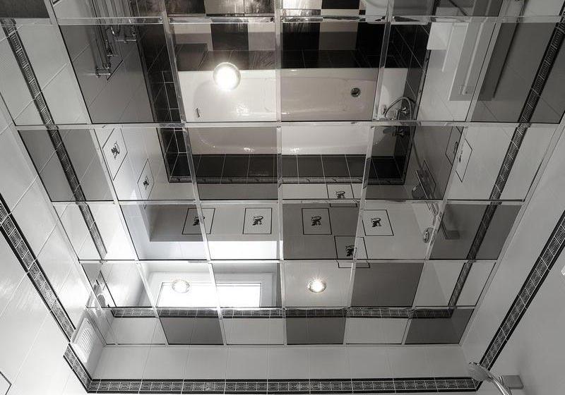 Зеркальная потолочная поверхность