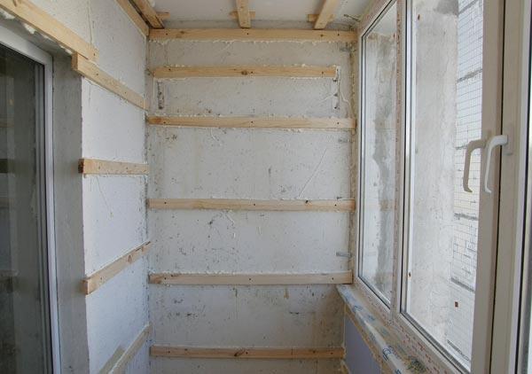 Обшивка балкона вагонкой начинается с установки обрешетки