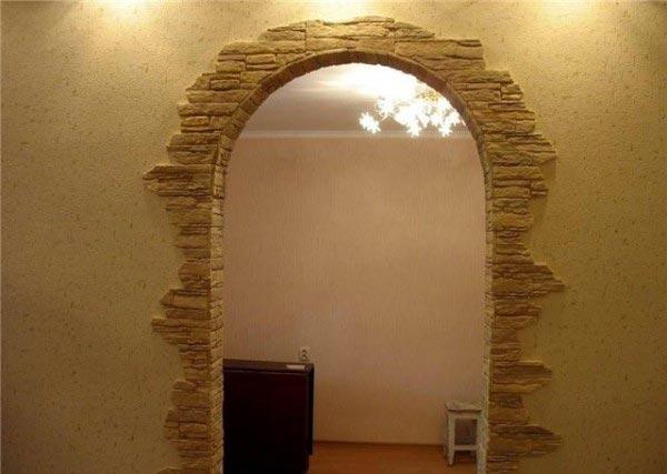 Оформление арочного проема декоративным камнем - стильное решение для современных интерьеров