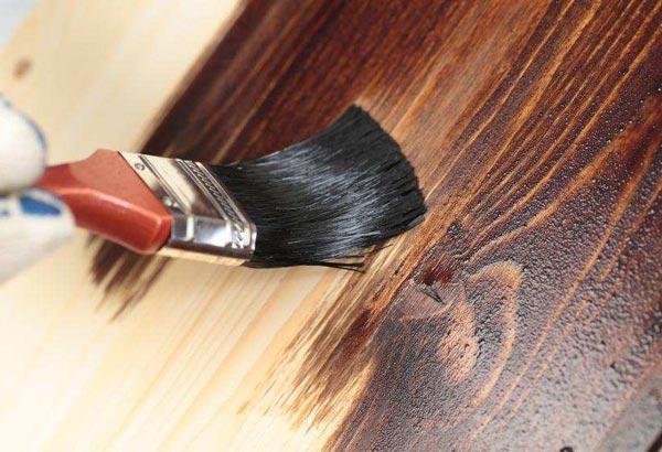 Как покрасить дверь под дерево