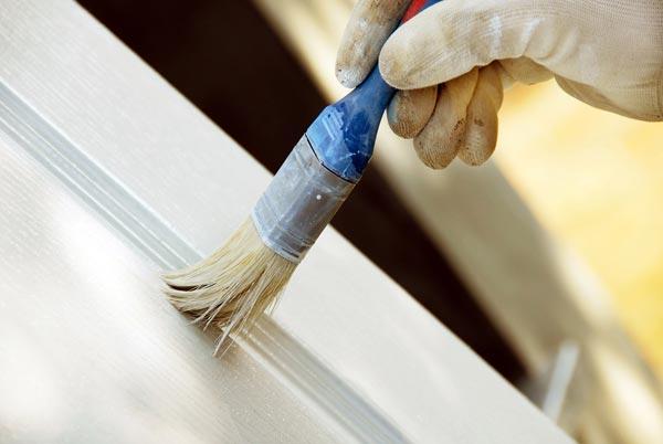 Окрашивание пластиковых дверей производится акриловыми красками