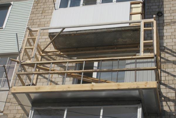Каркас для обшивки балкона сайдингом