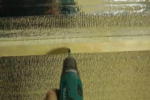 Крепление деревянной обрешетки