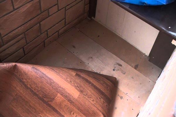 Укладка линолеума на балконе