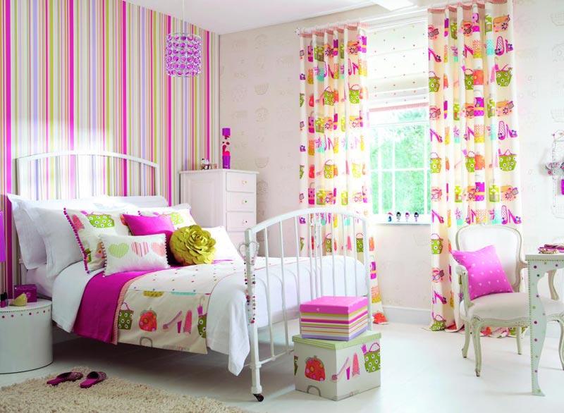 Десятилетние девочки при оформлении своей комнаты часто выбирают яркие цвета