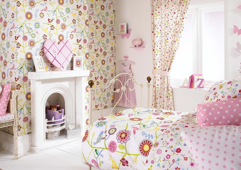 Цвет обоев нужно выбирать в зависимости от назначения комнаты: если это детская, то следует отдавать предпочтение ярким оттенкам