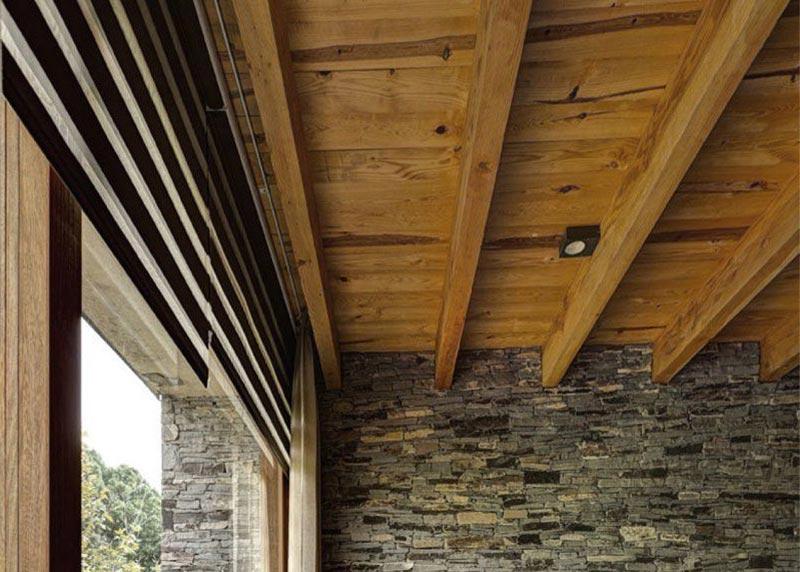 Потолок из бруса