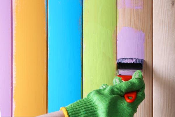 Расход водоэмульсионной краски во многом зависит от материала окрашиваемой поверхности