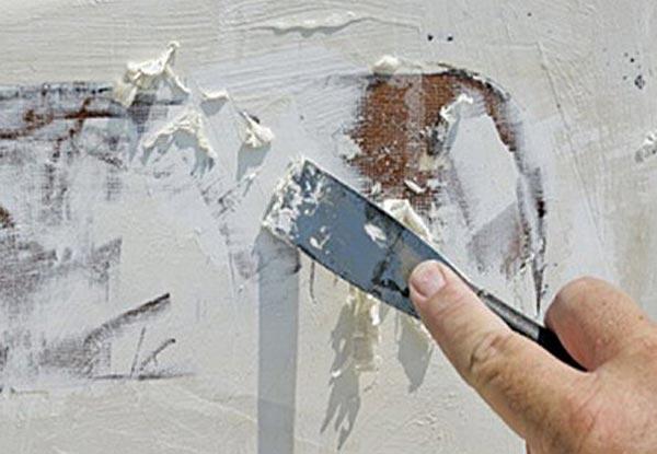 Подготовка к покраске побеленных стен заключается в полном удалении слоя побелки