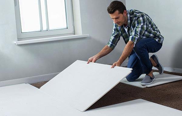 Сухая стяжка отличается высокими звуко- и теплоизоляционными свойствами и позволяет провести ремонтные работы за короткий период времени