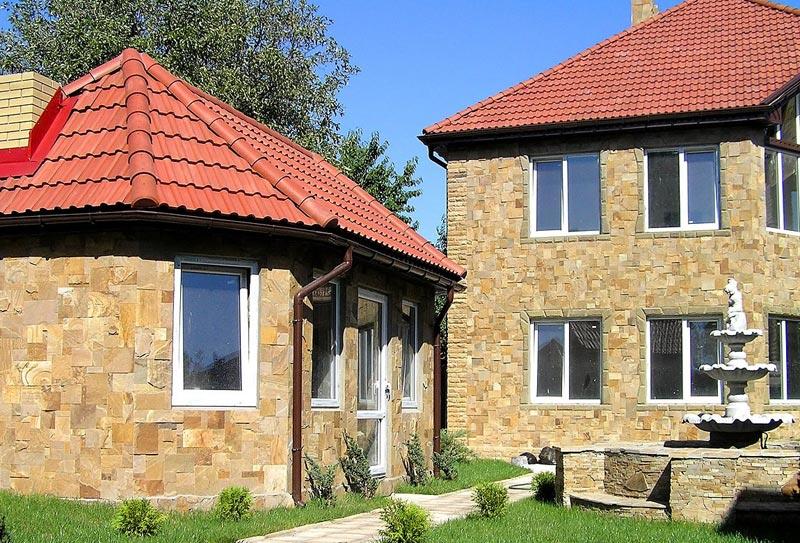 Отделка фасада дома камнем - долговечность и эксклюзивность