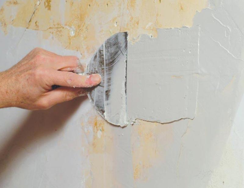 Шпаклевку используют при незначительных дефектах или как заключительный этап по выравниванию стен, поэтому наносится она тонким слоем и высыхает очень быстро