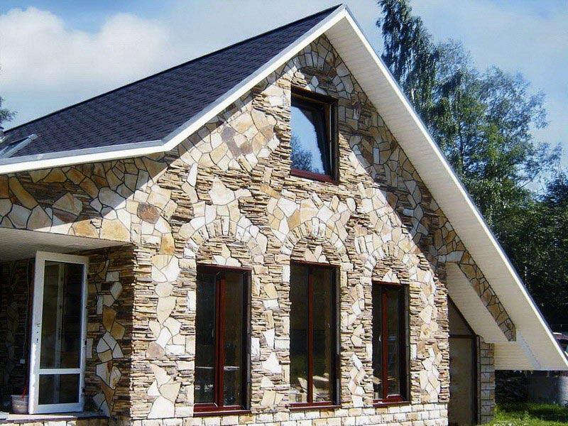 Натуральный камень в облицовке фасада