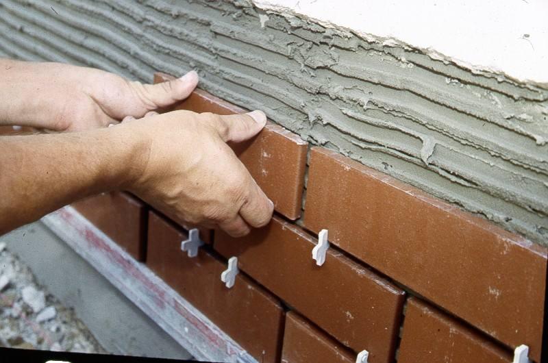 Укладка керамической фасадной плитки