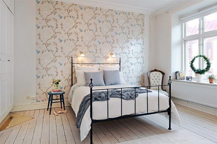 Для спальни в стиле прованс как нельзя лучше подойдет кованая кровать