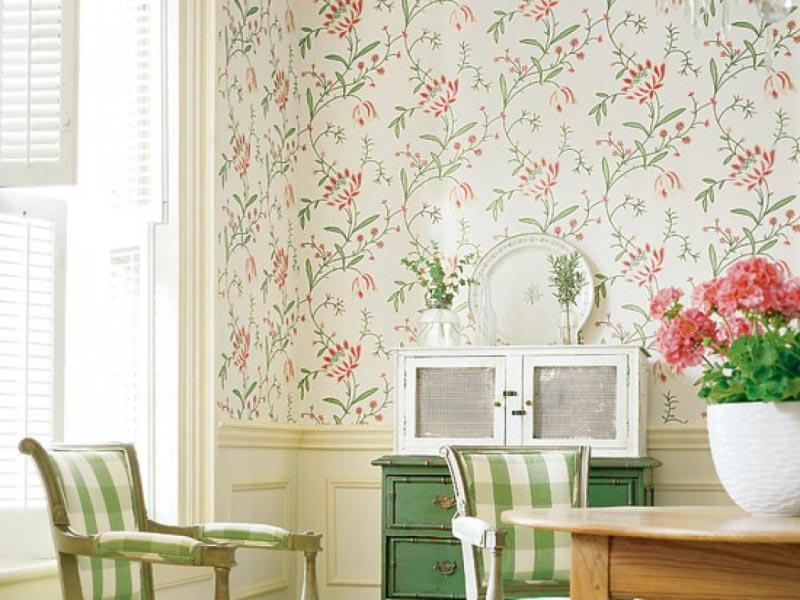 Светлые обои не только подчеркнут выбранный стиль, но и сделают комнату просторнее