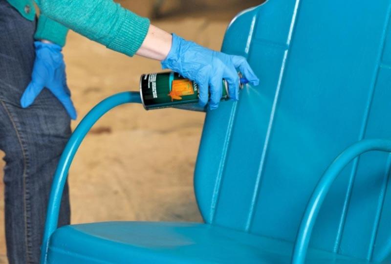 Окрашивание металлического стула