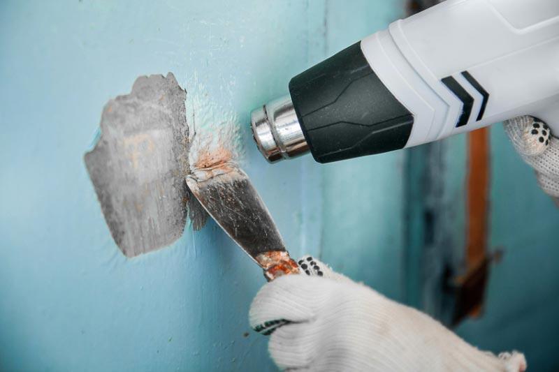 Зачистка поверхности строительным феном