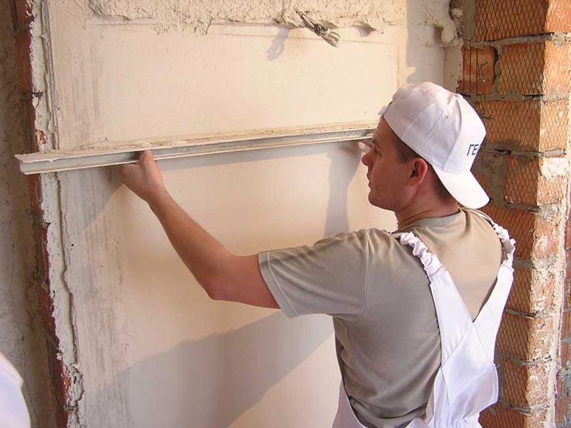 Кирпичная кладка всегда нуждается в штукатурке, однако маяки стоит устанавливать при отклонении стены более 2-3 мм на 1кв.м