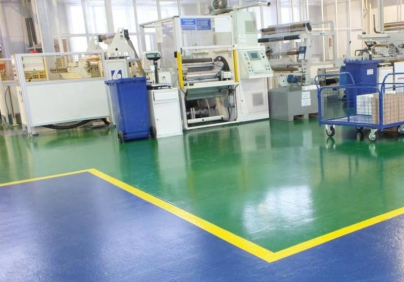 Полиуретановый наливной пол обладает высокой износостойкостью, поэтому его часто выбирают для монтажа на предприятиях