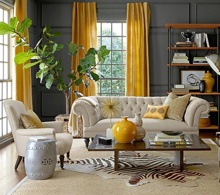 Яркие желтые гардины на фоне серых стен