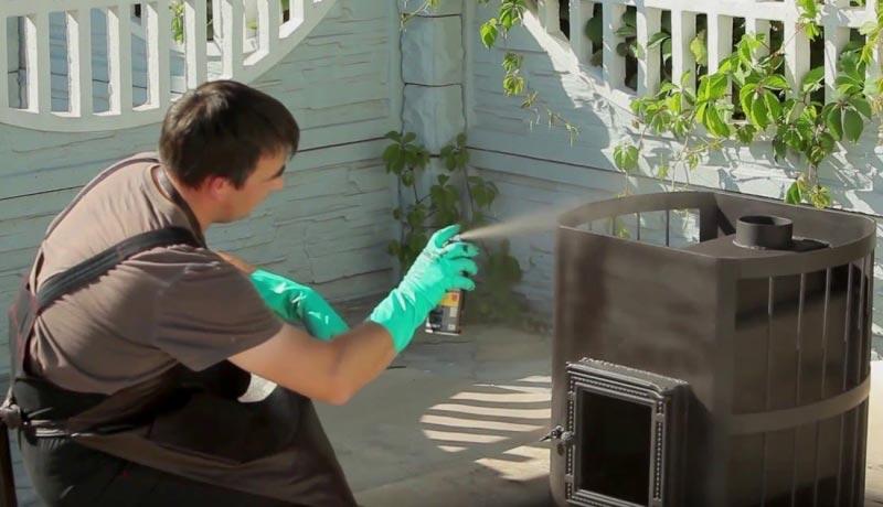 Выбирая краску для банных печей, важно обращать внимание на качество продукта, чтобы такое покрытие при нагревании не стало источником токсического отравления