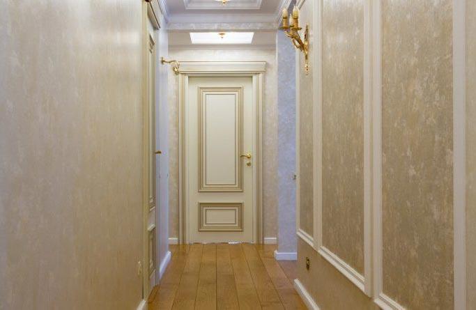 В коридорах обычно не хватает дневного света, поэтому палитра красок для стен должна быть светлых тонов