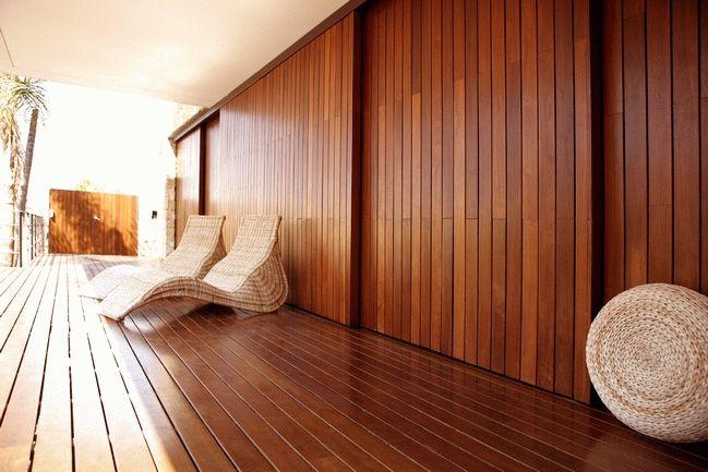 Благодаря своей влагостойкости, планкен идеально подходит для отделки влажных помещений