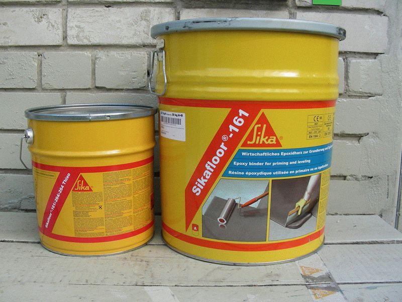 Эпоксидная грунтовка применяется для обработки потолков, имеющих металлическую или бетонную основу