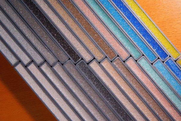 Современная затирка для плитки отличается многообразием цветовых оттенков