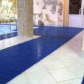 Антискользящие покрытия для бассейнов